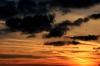 Tumedad,oranžikas-kuldsed pilved Pildi saatis: ReedikS Kirjeldus: 22.10.2014 veerand kuus Harku järve ääres